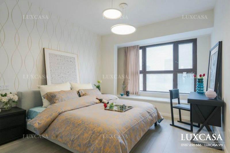 Dùng tranh tường dán trang trí phòng ngủ Master chung cư